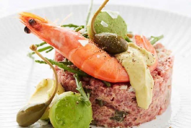 Steak tartare met avocado en gamba uit het kookboek avocado van Carla de Graef