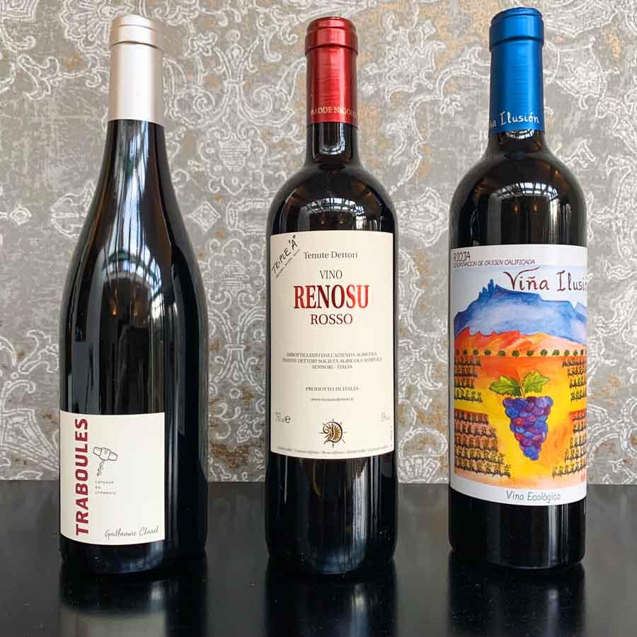 Coteaux du Lyonnais (l) en Rioja (r) zijn biologisch, Vino Renosu Rosso is een natuurwijn. Met keurmerk.