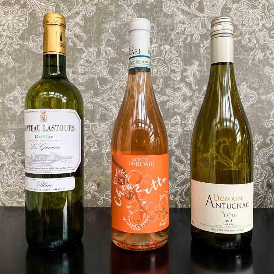 Gaillac (l) en Chardonnay (r) zijn duurzaam, de Chiaretto rosé is biologisch. Met keurmerk