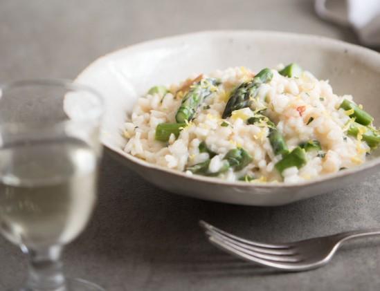 Risotto met krab en asperges uit het kookboek De Pescetariër van Jo Pratt