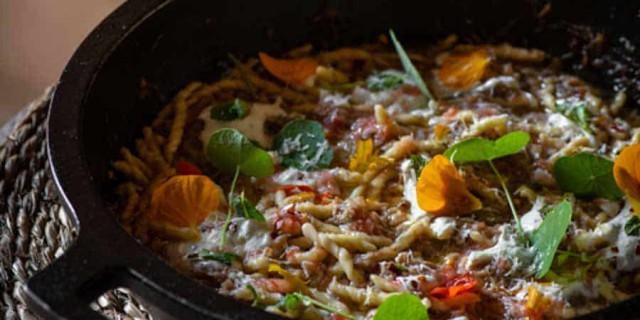 Strozzapreti met lamsragout uit Sobremesa van Sergio Herman