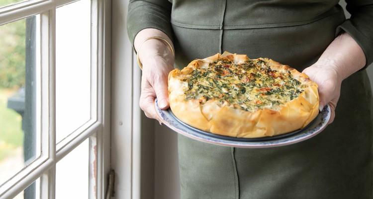Spinazietaart met artisjokken uit kookboek Ovengerechten van Janny van der Heijden