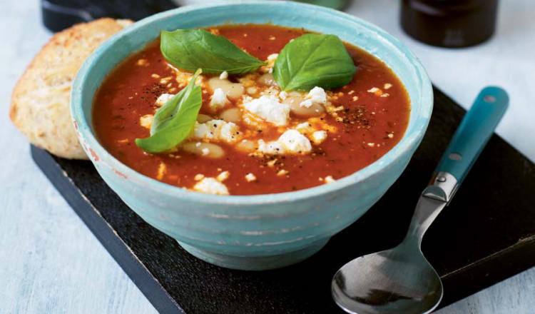 Tomatensoep met witte bonen en feta
