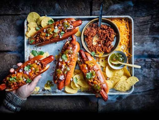 Broodje hotdog van Jord Althuizen uit het kookboek Burgers & BBQ Bites
