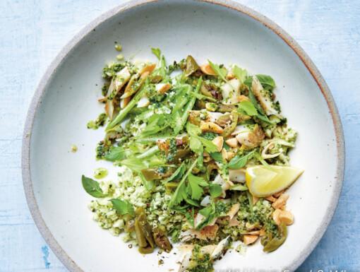 Salade van bloemkoolrijst met pesto