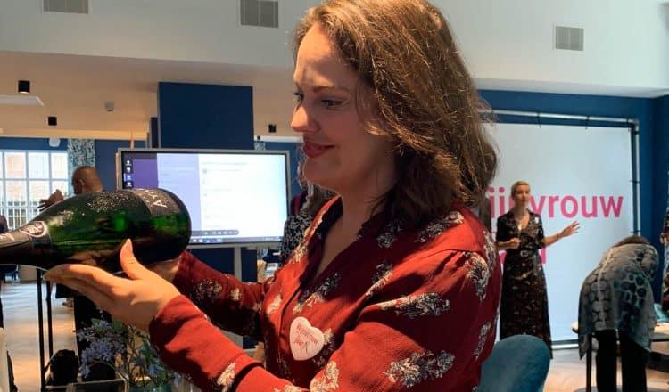 Elise Moeskops schenkt Ayala Champagne