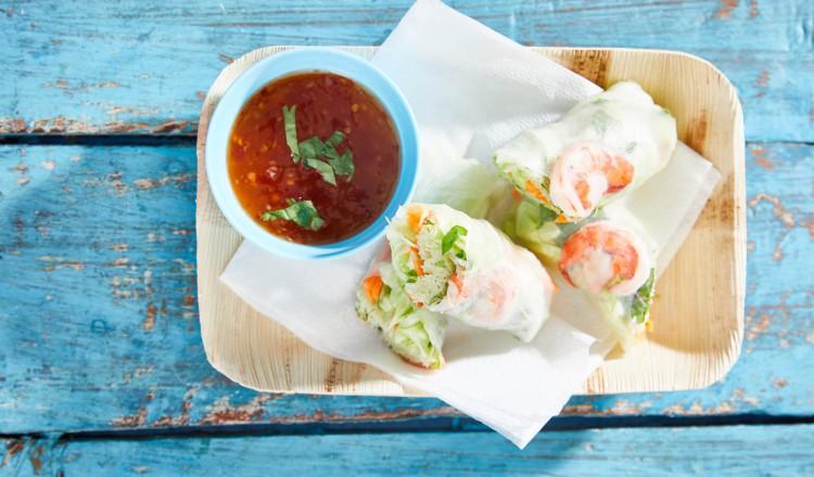Thaise springrolls met gamba's uit het kookboek van De bijbel van de Thaise keuken