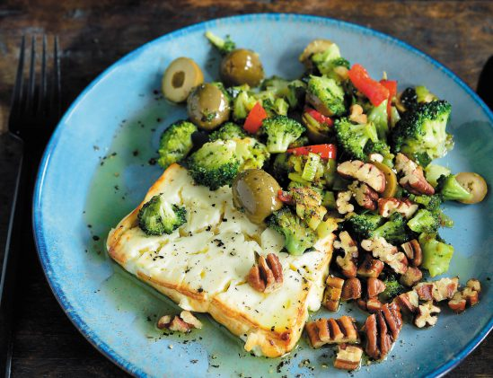 Warme feta met gebakken groenten en pecannoten uit kookboek Ketokuur van Pascale Naessens