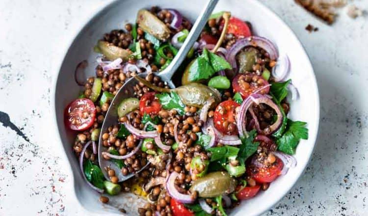 Snelle Linzensalade vegan uit het kookboek Last Minute Vegetarisch van Anne-Katrin Weber