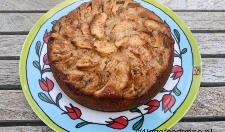 Frisse appelcake met yoghurt, uit het kookboek van Rutger bakt 100 beste recepten. Met eigen foto