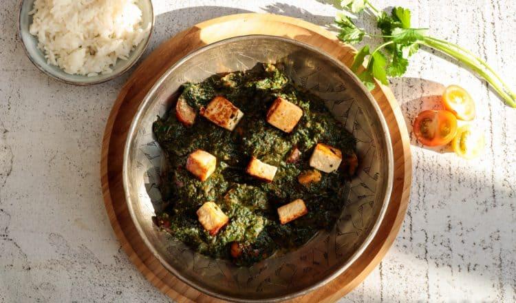 Spinazie paneer curry oftewel Saag Paneer uit de Indiase keuken
