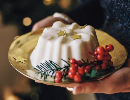 Vanille-kokosbavaroise met frambozensaus