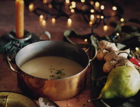 pastinaaksoep met gember en peer van The Holy Kauw Company, vegetarisch kerstmenu