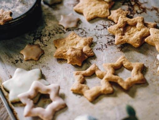 Kerstkoekjes bakken uit het kookboek KERST van The Holy Kauw Company