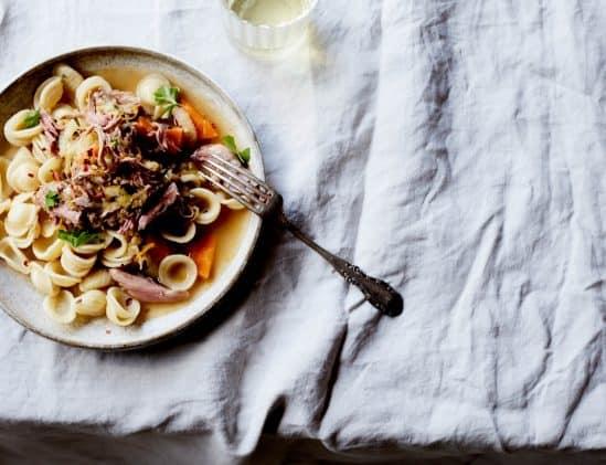Pasta met ragù van eend uit het kookboek SLOW; hoofdgerecht van het kerstmenu zonder zorgen
