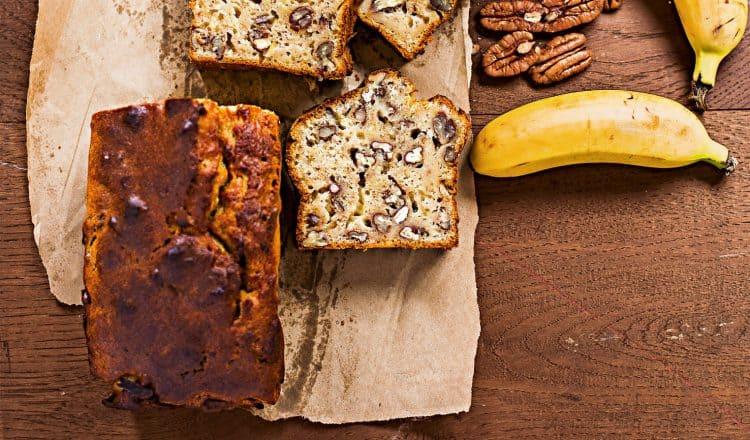 Bananenbrood banana bread met pecannoten