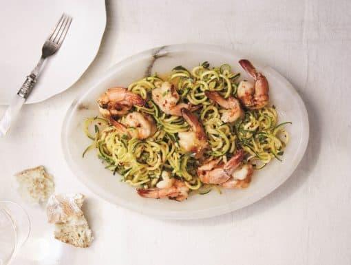 Courgette spaghetti met garnalen uit het kookboek Boordevol groenten