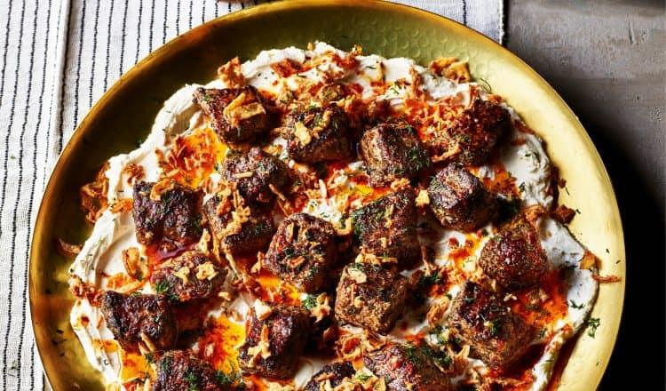 Gemarineerde biefstuk met labneh uit Simply van Sabrina Ghayour