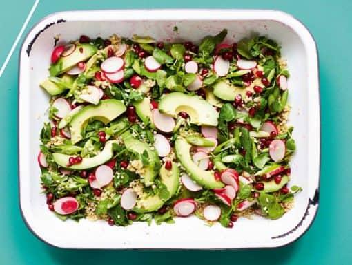 Tabouleh met avocado, radijs en granaatappel van de Groene bakplaat van Rukmini Iyer
