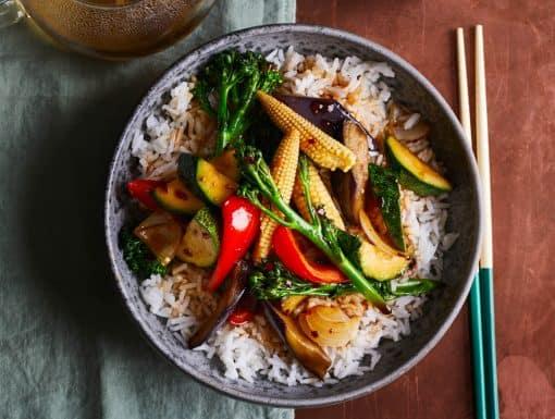 Chinese groenten Teriyaki bowl uit het kookboek Chinese Takeaway Veggie