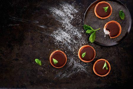 Tartelette met chocolade ganache en muntfondant uit Nog meer kleine taartjes van Petit Gâteau