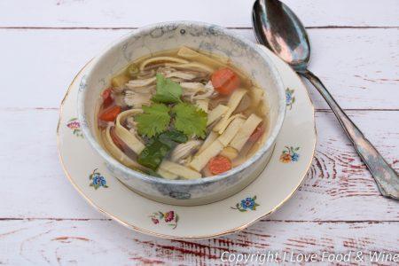 Verse kippensoep met pasta