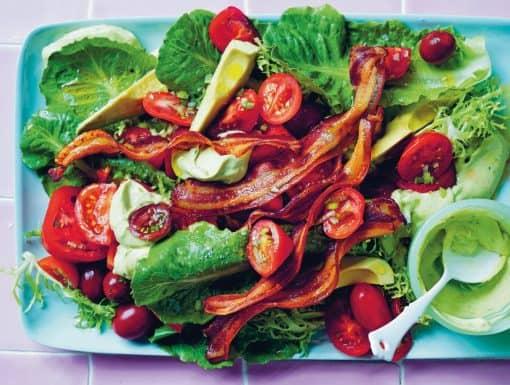 BLT salade met avocado dressing uit het kookboek Ode aan groenten van Alice Zaslavsky
