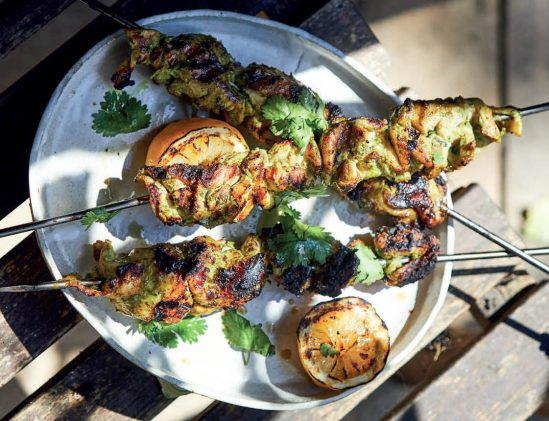 Tandoori kip spiesen uit het kookboek Big Green Egg