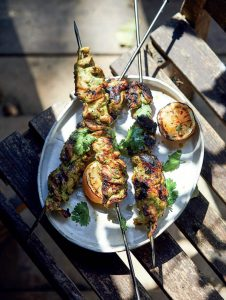 Tandoori kip spiezen uit het kookboek Big Green Egg