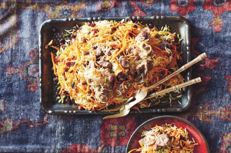 Kabuli Palaw (rijst met wortel en lamsbout) uit het kookboek Parwana