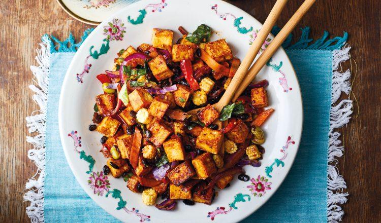 Chinese roerbakgroenten met tahoe uit het kookboek Chinese takeaway met tahoe