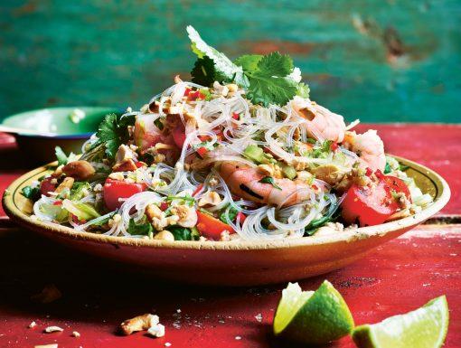 Thaise salade met glasnoedels en garnalen uit het kookboek The Curry Guy Thai van Dan Toombs