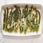 Groene asperges met pistachenoten
