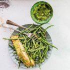 Zalm met haricots verts en hazelnootpesto uit Mooi Mediterraan van Jansen & Jansen